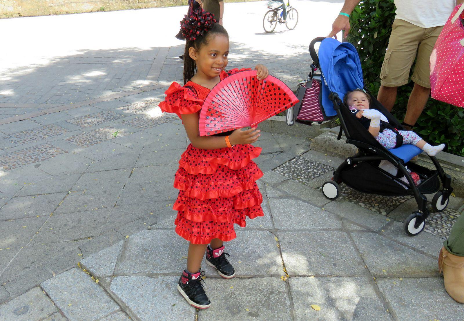 Costumes traditionnels et calèches à Séville (Andalousie)