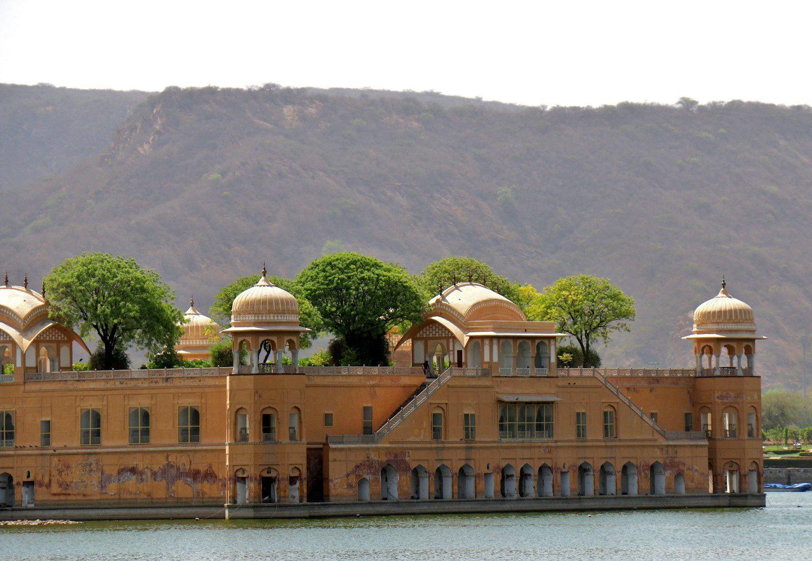 Durant la saison des pluies, de juin à septembre, les 4 niveaux inférieurs du palais se retrouvent submergés