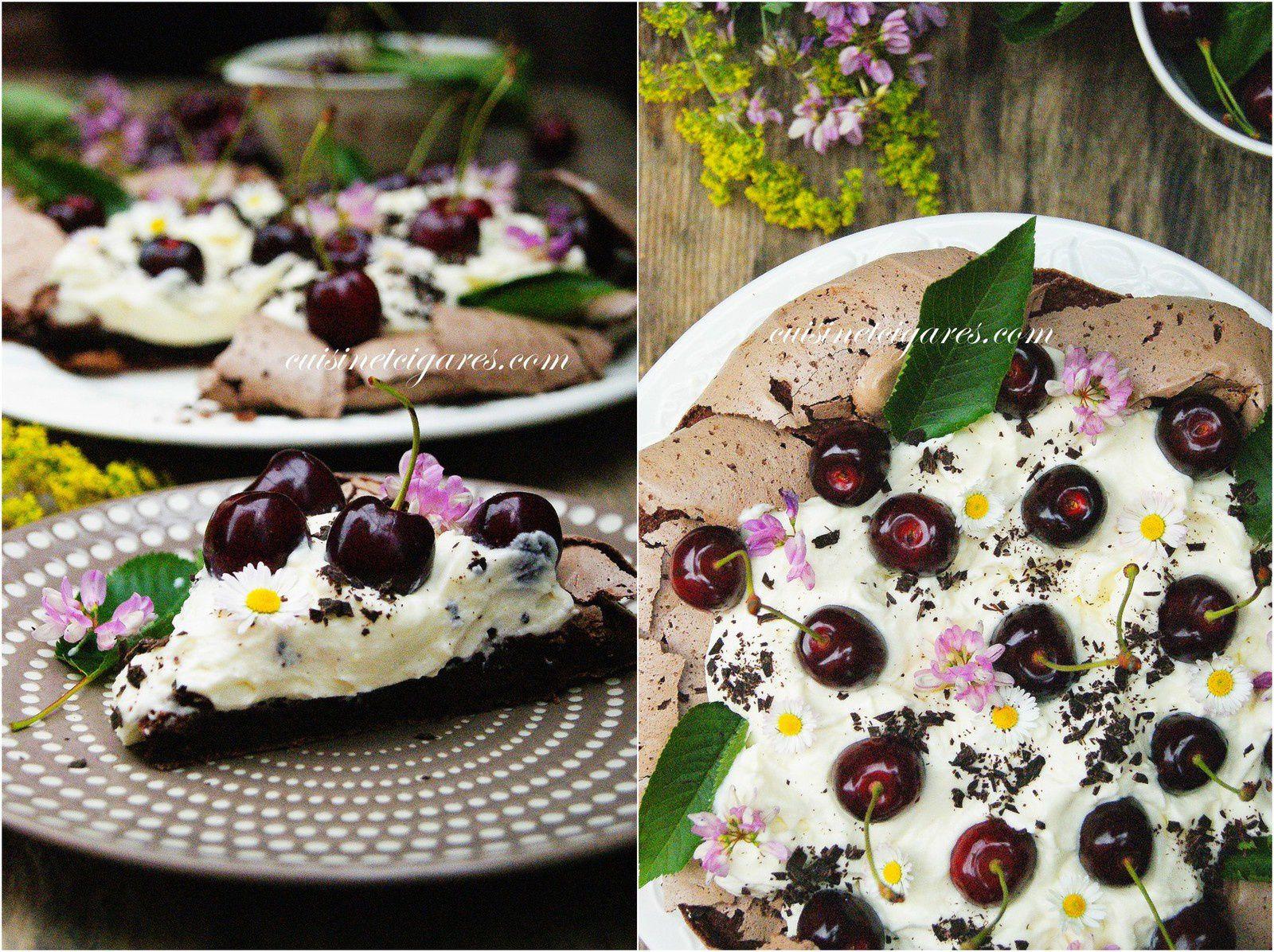 Pavlova au Chocolat et aux Cerises noires