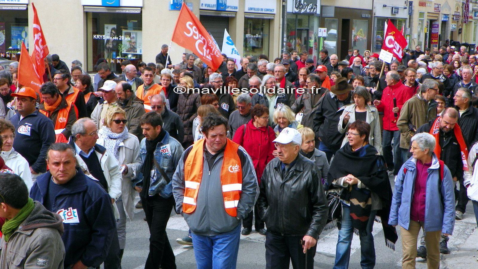 1er mai. Manifs contre l'austérité à la Roche-sur-Yon, Fontenay le Comte et aux Sables d'Olonnes.