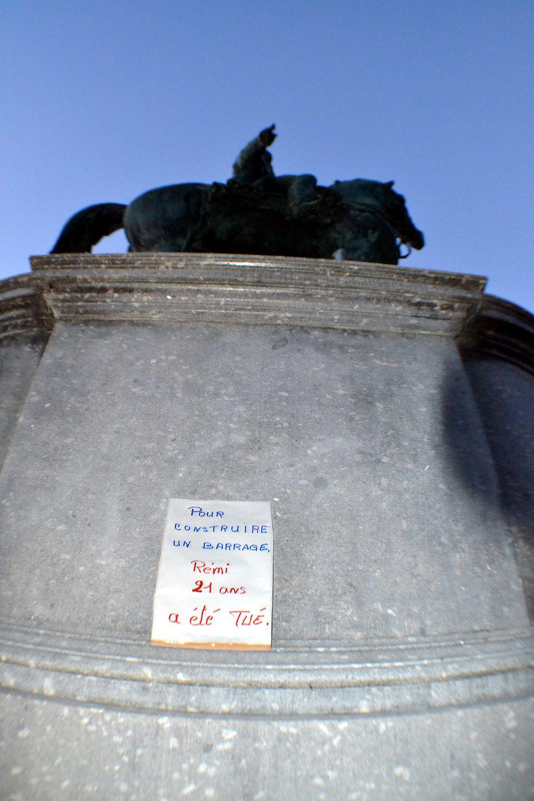 La Roche-sur-Yon. Hommage à Rémi Fraisse.