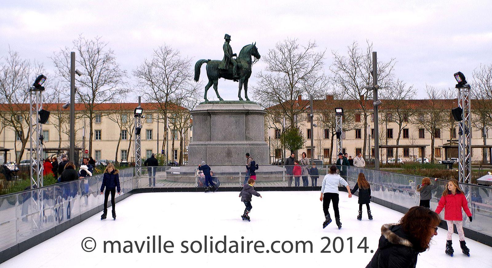La Roche-sur-Yon Fête de Noël marché de Noël patinoire Père Noël lutins.