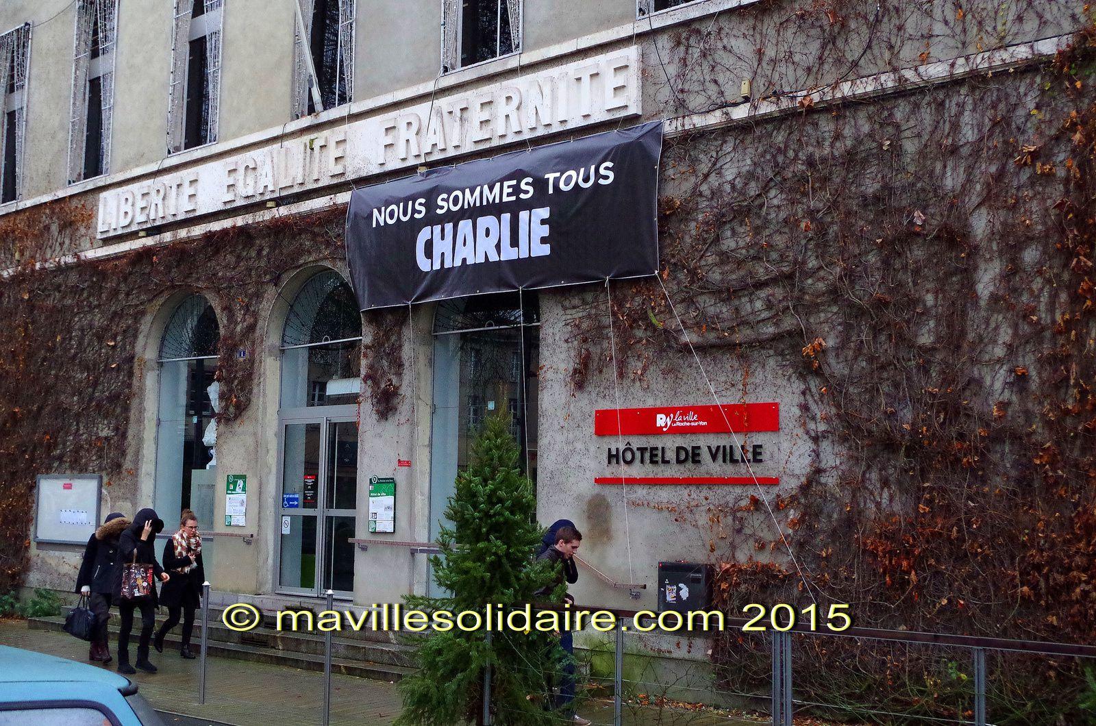 La Roche-sur-Yon Place Napoléon Charlie Hebdo rassemblement janvier 2015a