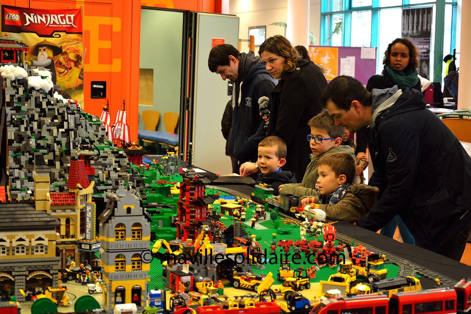 La Roche-sur-Yon. La folie LÉGO®! Plus de 500 personnes ce matin à l'exposition.
