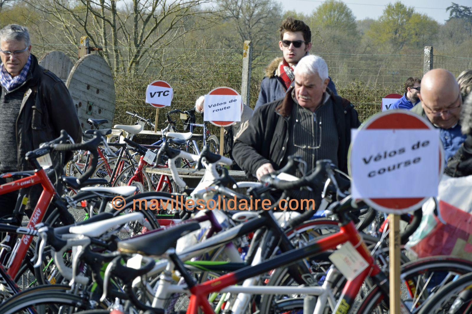 La Roche-sur-Yon. Bourse au Vélo: le marché du vélo. d'occasion.