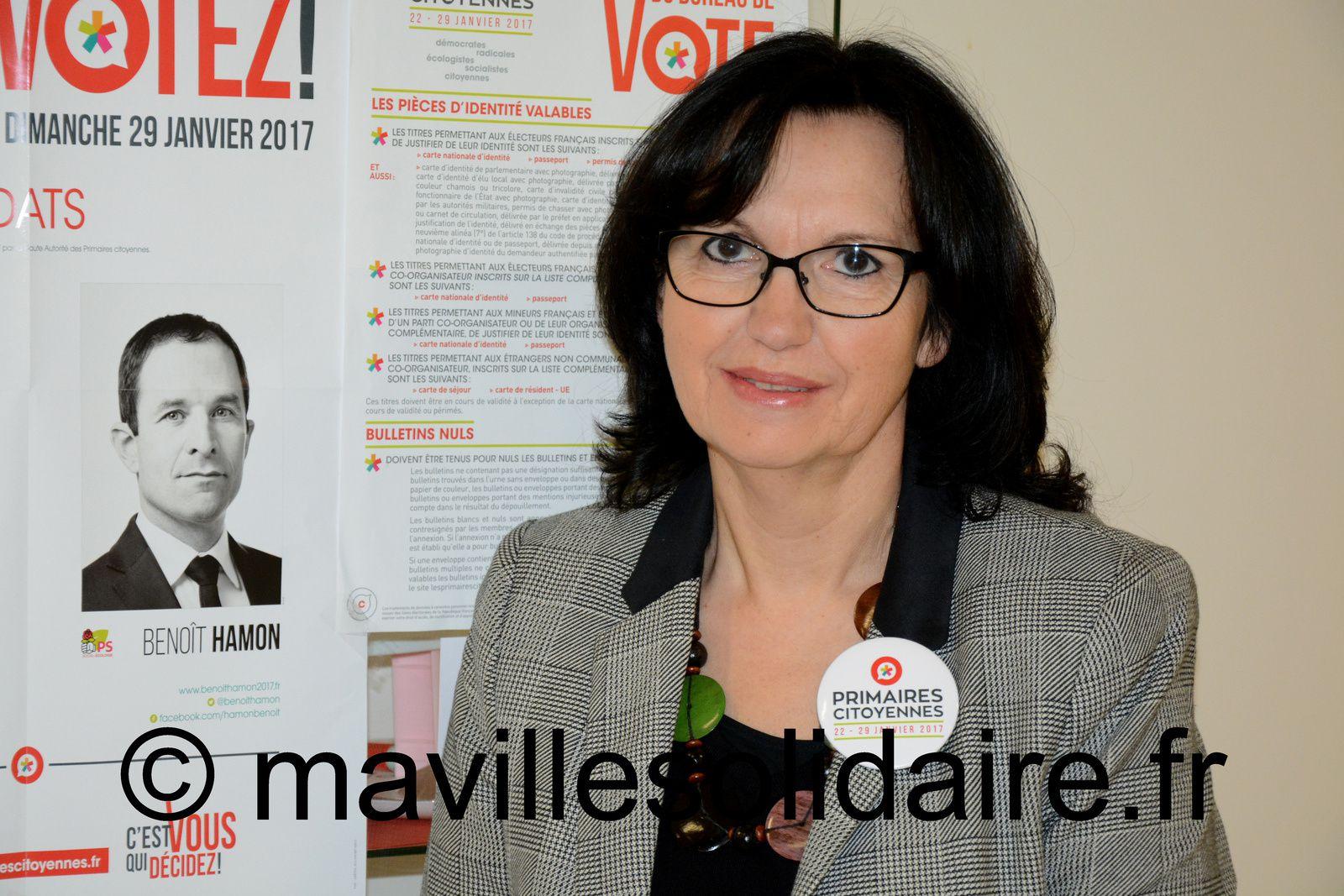 Au bureau de vote de la maison de quartier des Pyramides à la Roche-sur-Yon.