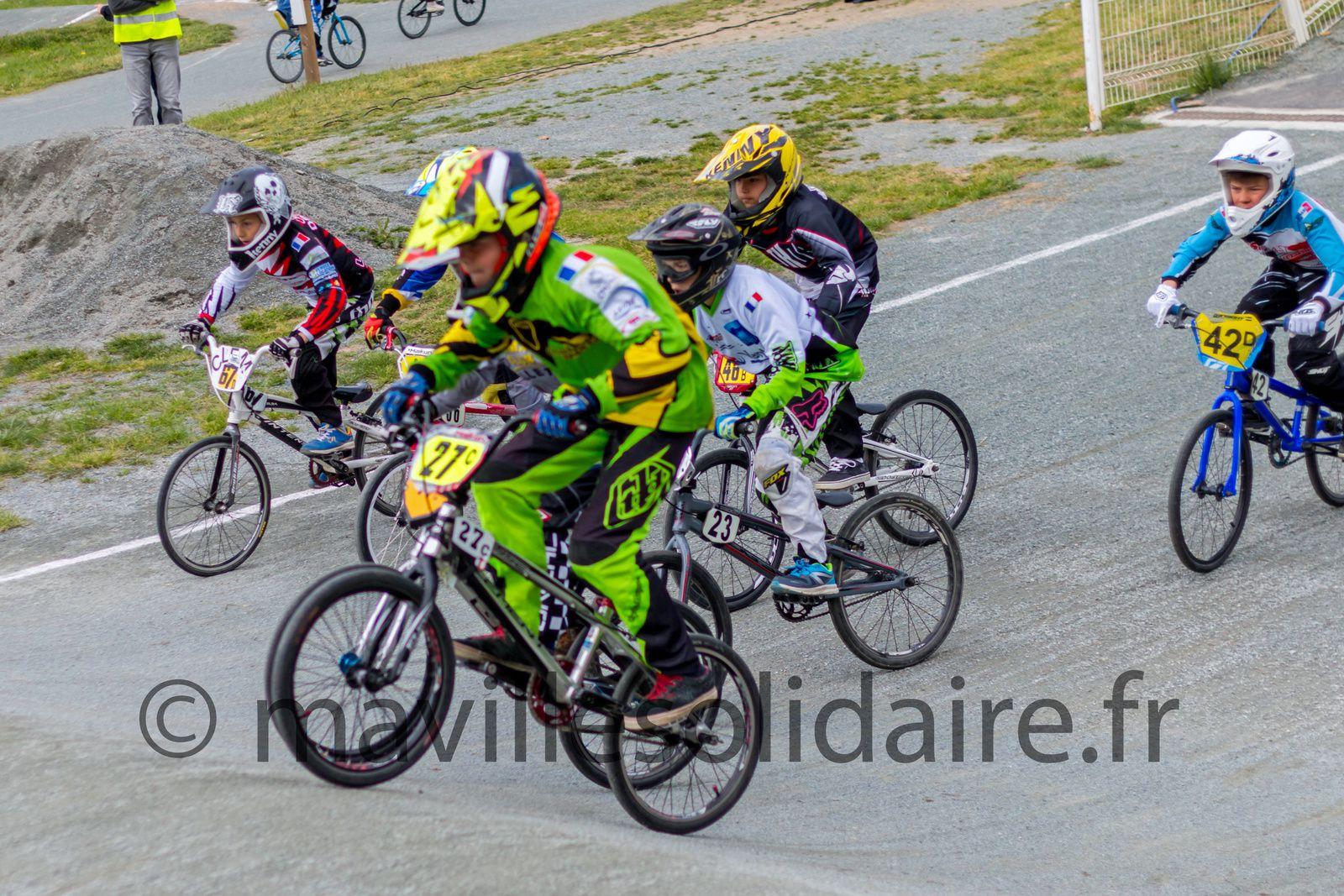 La Roche-sur-Yon. Les pilotes de BMX domptent la piste de la Généraudière
