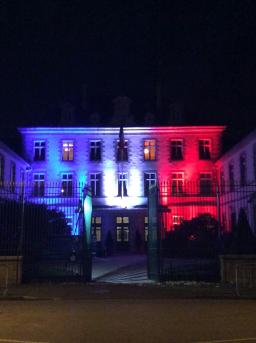 La préfecture de Vendée en bleu blanc rouge.