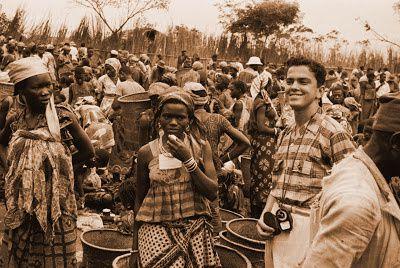 José ccarlos de Oliveira no Mercado do Kenge. no Kibokolo/Zombo, em 1958
