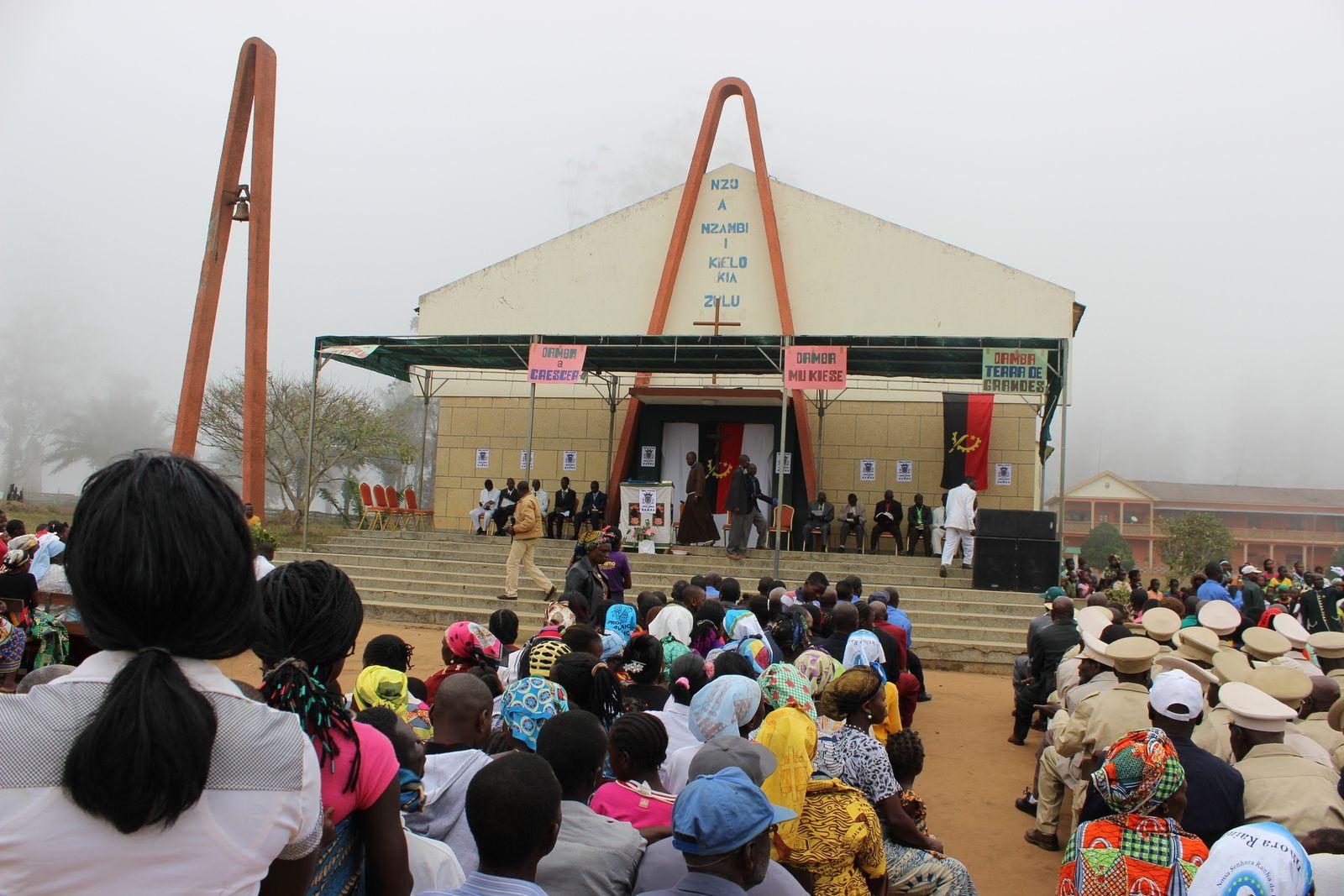 A celebração de uma missa ecuménica.