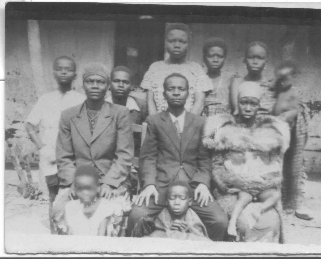 Soba Kyala Kya Zinga, esposas e os filhos. Imagem do Dr. Morais Martins