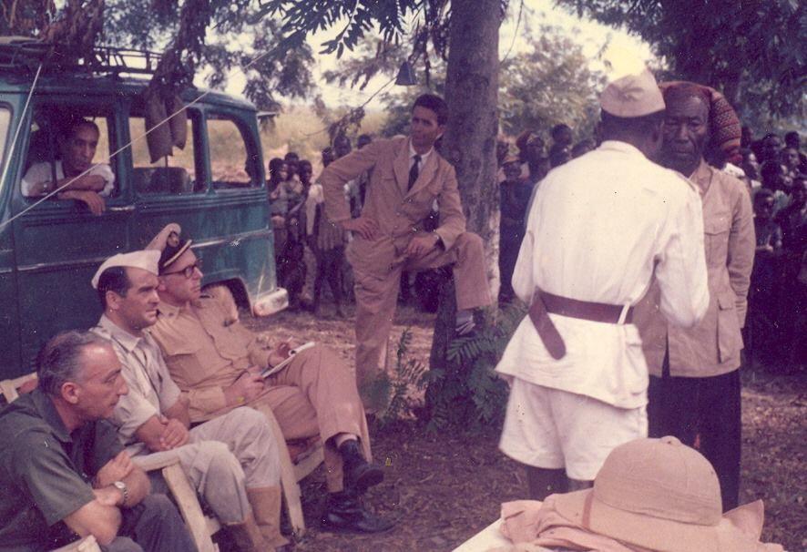 1961 em Abril na Baixa de Kassange com o governador de Malanje Bandeira de Lima, na viagem de inspecção a Angola para estudar os acontecimentos desse ano, por causa da monocultura obrigatória de algodão