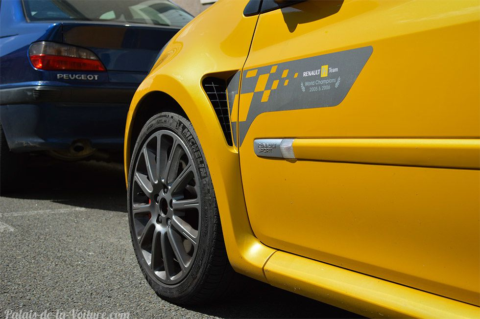 AB18 • Renault Clio 3 RS F1 Team R27 '07