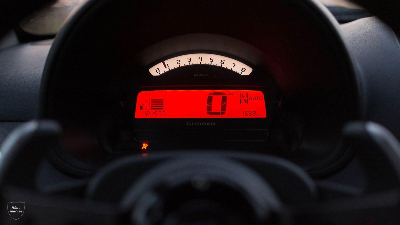 Fait amusant : une LED s'allume en orange pour vous indiquer qu'il faut bientôt passer le rapport supérieur et s'éclaire en rouge juste avant le rupteur