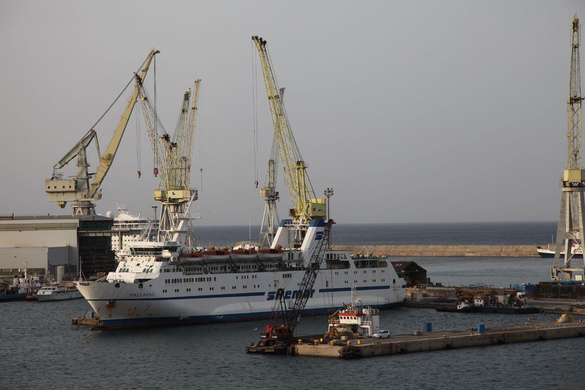 Pour Sophie F., les grues du port de Palerme