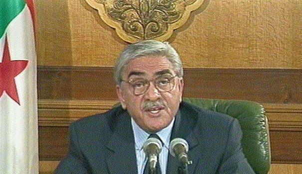 Photo AFP. Lamine Zeroual annonçant sa démission en 1998