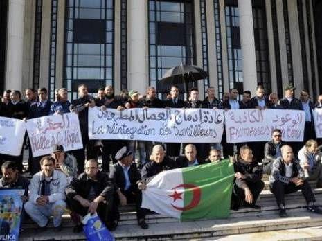 DR. En novembre 2012, devant la centrale UGTA, les travailleurs des transports publics ETUSA.