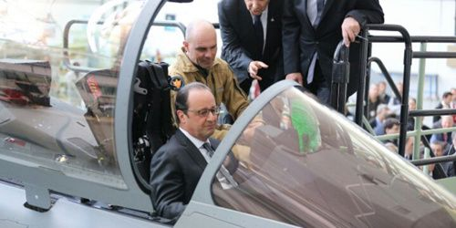 François Hollande dans le Rafale. Photo DR