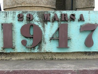 Stèle commémorative à Moramanga. Photo DR