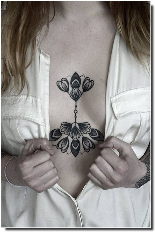 underboobs tattoo - tatouage sternum
