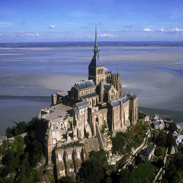 #Histoire: Restauration du cloître de l'abbaye du Mont-Saint-Michel ! Détails