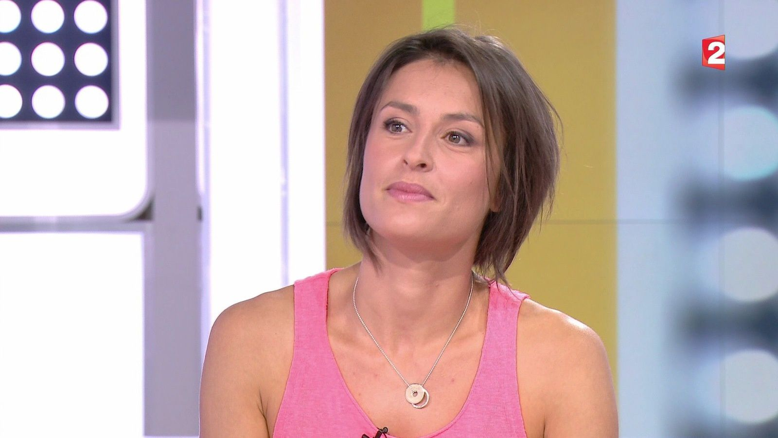 julie ferrez dans telematin le 2016 07 02 sur france 2. Black Bedroom Furniture Sets. Home Design Ideas