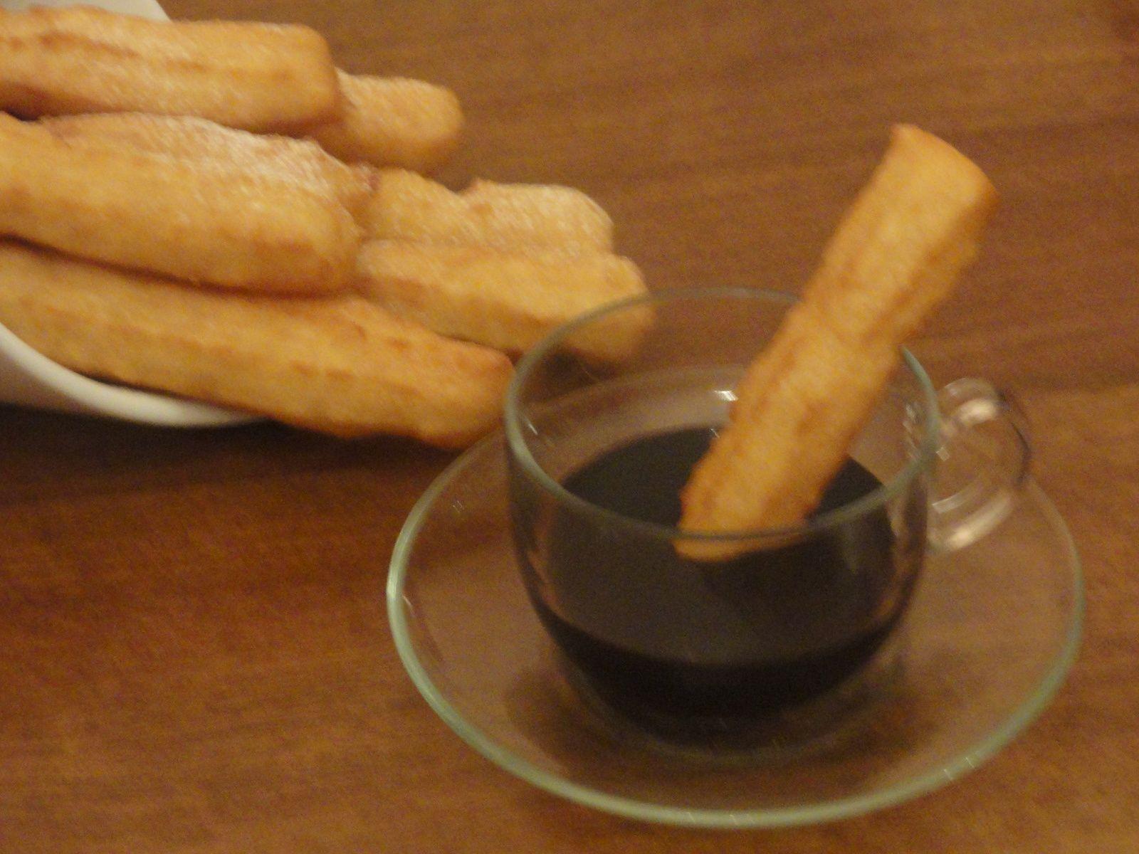 churros sans oeufs et sans beurre et sa sauce au chocolat/chichis