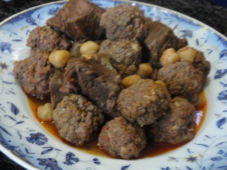 M'tawam sauce rouge à la viande et boulette de boeuf / Plat traditionnel Algérien