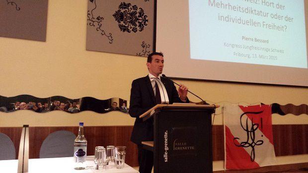 Pierre Bessard, invité des Swiss Students for Liberty, à Fribourg