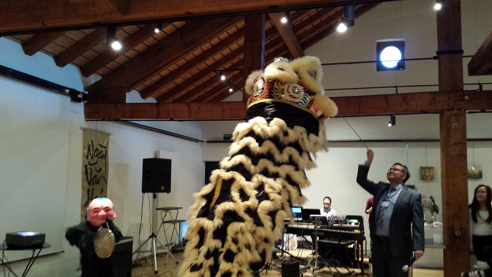 ou la danse traditionnelle de la licorne des Funky Lions Dancers