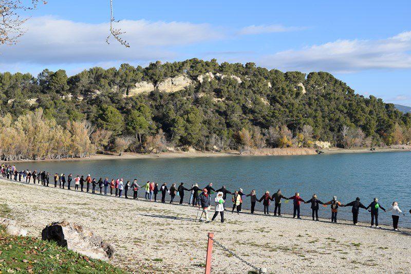 Une chaine humaine à l'étang de la Bonde