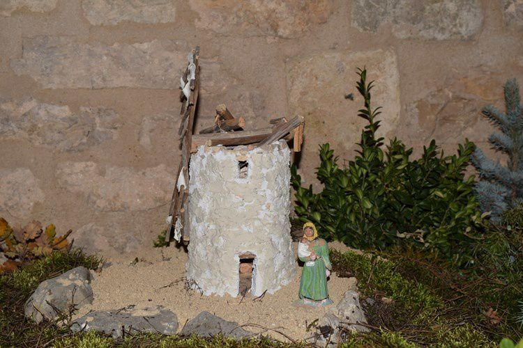 Une crèche géante dans la tradition provençale
