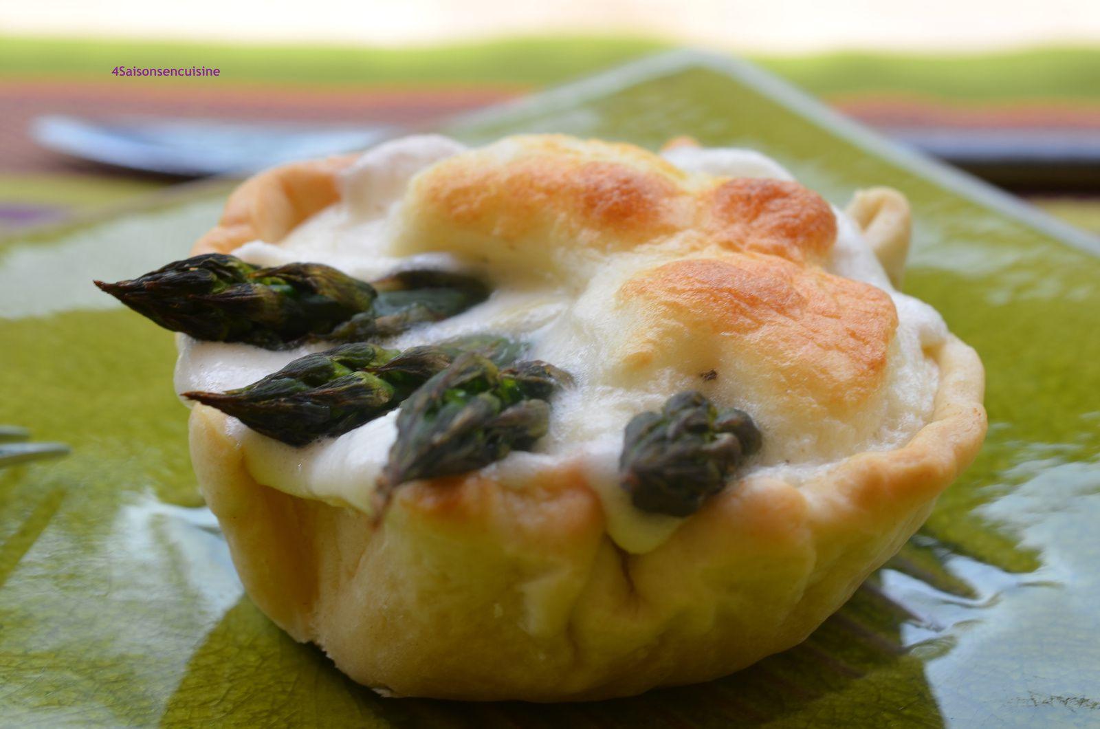 Tartelette aux asperges, crème d'ail meringuée