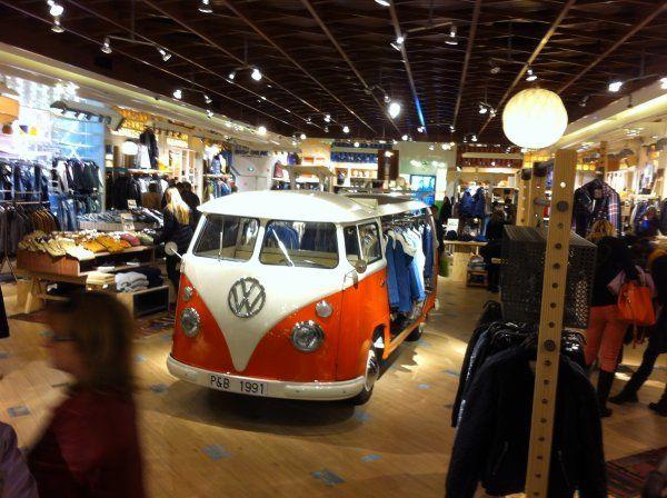 Aller en magasin... mais pourquoi? Pull & Bear : Analyse d'une stratégie orientée digital nativ !