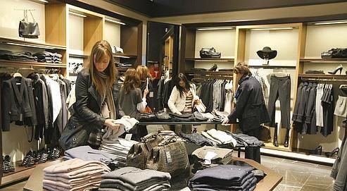 Fini les attentes interminables chez Zara qui va équiper ses magasins de caisses self checkout.