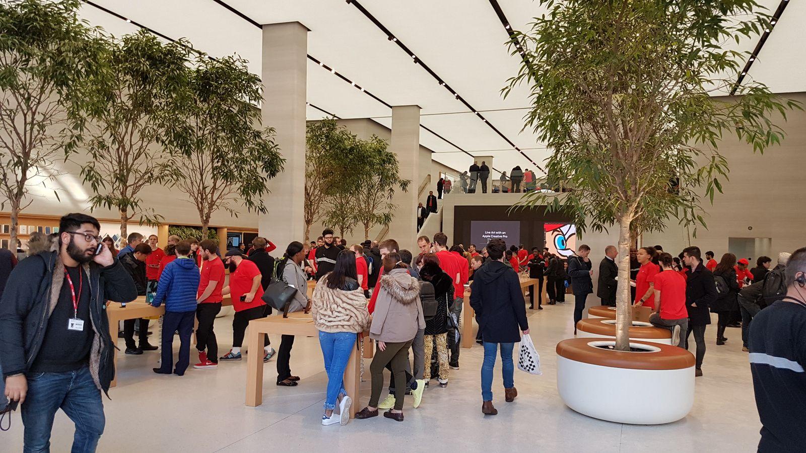 Apple Store Londres : bienvenue dans le temple de la connectivité sociétale.
