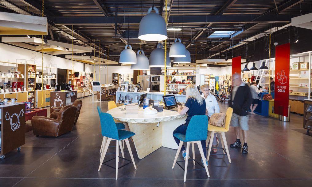 La table centrale de conseil.... et finalisation de l'achat.. autour d'un café.