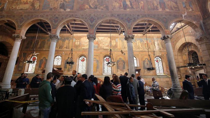 L'intérieur de l'église, après l'attaque. Crédits photo : AMR ABDALLAH DALSH/REUTERS