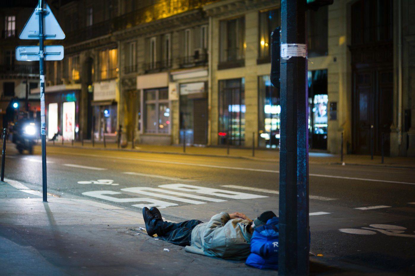 A peine plus d'un appel sur trois au 115, le numéro d'urgence des sans-abri, a abouti à une solution d'hébergement entre le 10 juin et le 10 juilllet, alors que le nombre d'appels a augmenté par rapport à l'été dernier, selon un baromètre publié mardi. / AFP/Archives