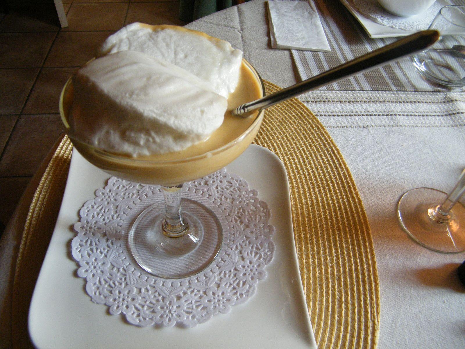 j' aime beaucoup ce dessert très léger, j'en prenais souvent au restaurant, mais pas facile d'être sûre que c' est fait maison ...