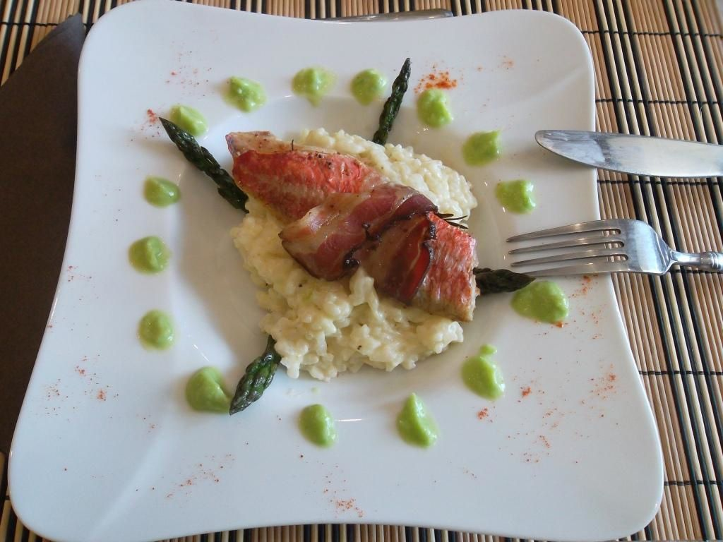 Risotto d'asperges vertes et filets de rouget au four