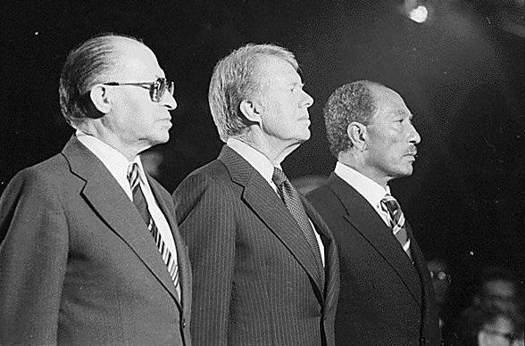 Menahem Begin, Jimmy Carter, Anouar El Sadate lors des négociations de Camp David en 1978