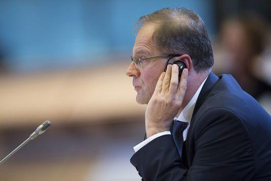 """Tibor Navracsiscs a promis d'être un """"parfait"""" démocrate à la Commission après avoir contribué à détruire la démocratie en Hongrie."""