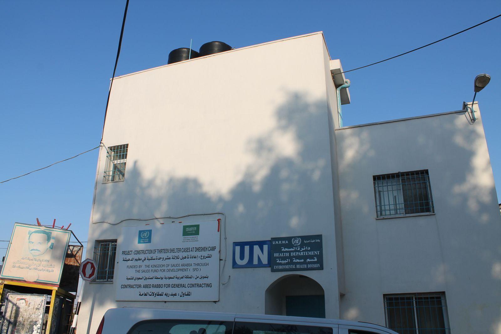 """Comme dans chaque camp de réfugiés, l'UNRWA dispose d'infrastructures d'aide. D'autres nations apportent leur """"obole"""" pas toujours désintéressée (ici l'Arabie saoudite)."""