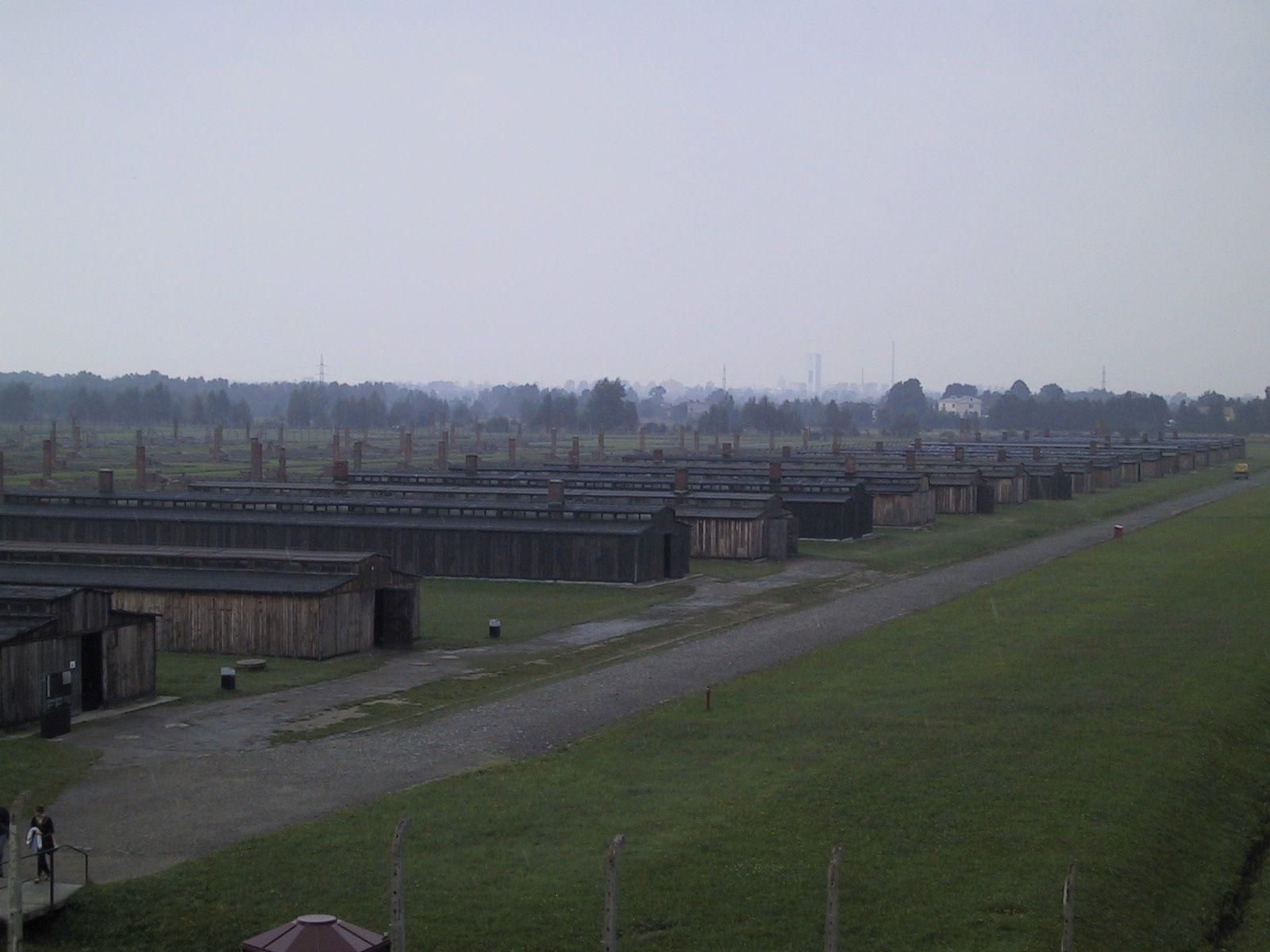 Vue du camp d'Auschwitz-Birkenau, symbole de la barbarie (photographie Pierre Verhas)