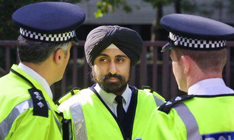 Les policiers sikhs britanniques sont autorisés à porter le turban.