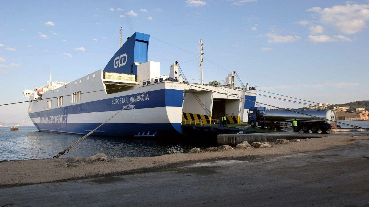 Le ferry affrété par la Région de Valence en collaboration avec la ville de Barcelone pour aller chercher les réfugiés sur l'île de Lesbos et les acheminer vers l'Espagne.