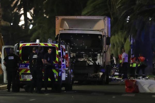 L'attaque de Nice visait non seulement le symbole universel représenté par le 14 juillet mais aussi le tourisme, secteur clé de l'économie française et signe de sa déglingue.
