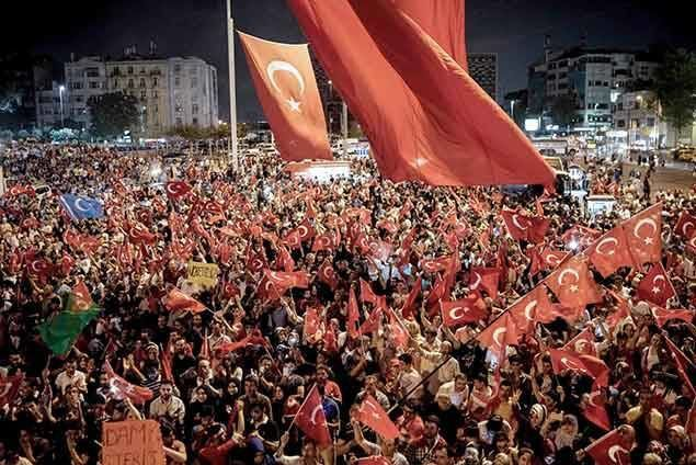 Pour l'opinion publique internationale, Erdogan a le soutien massif de la population.