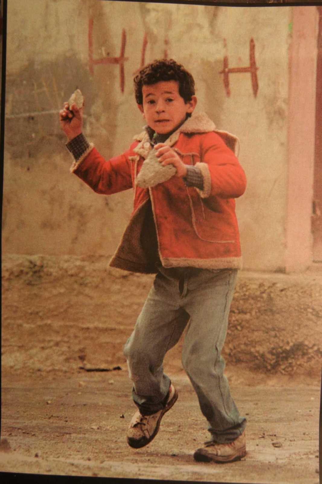"""Ramsi, le violoniste de Ramallah, gamin, était un lanceur de pierres. Il a heureusement évité les """"os brisés""""."""